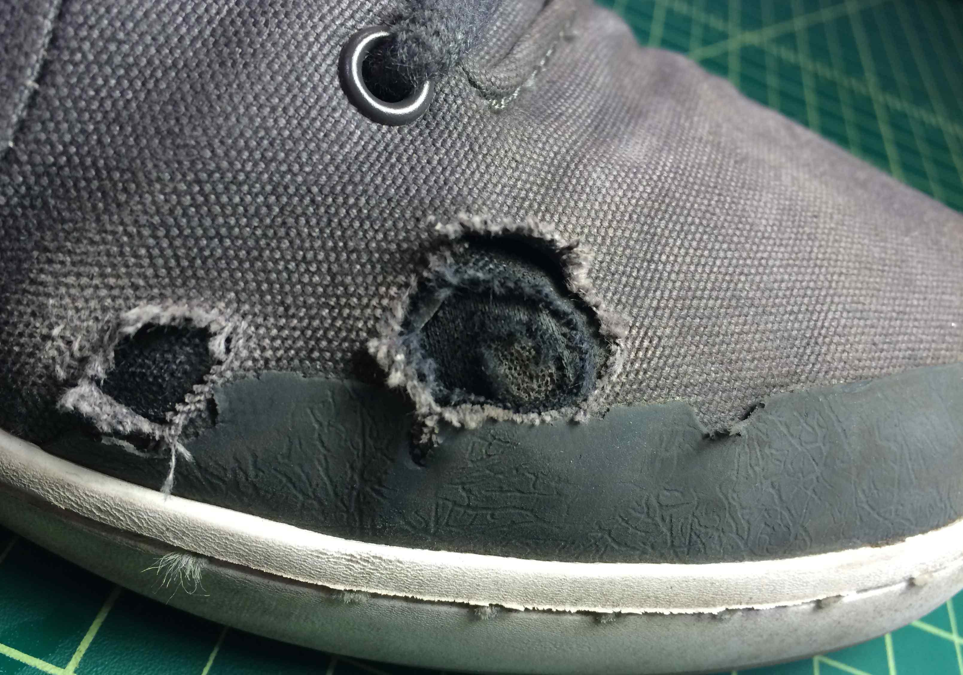 close look at Etnies technology vegan skateboard shoes