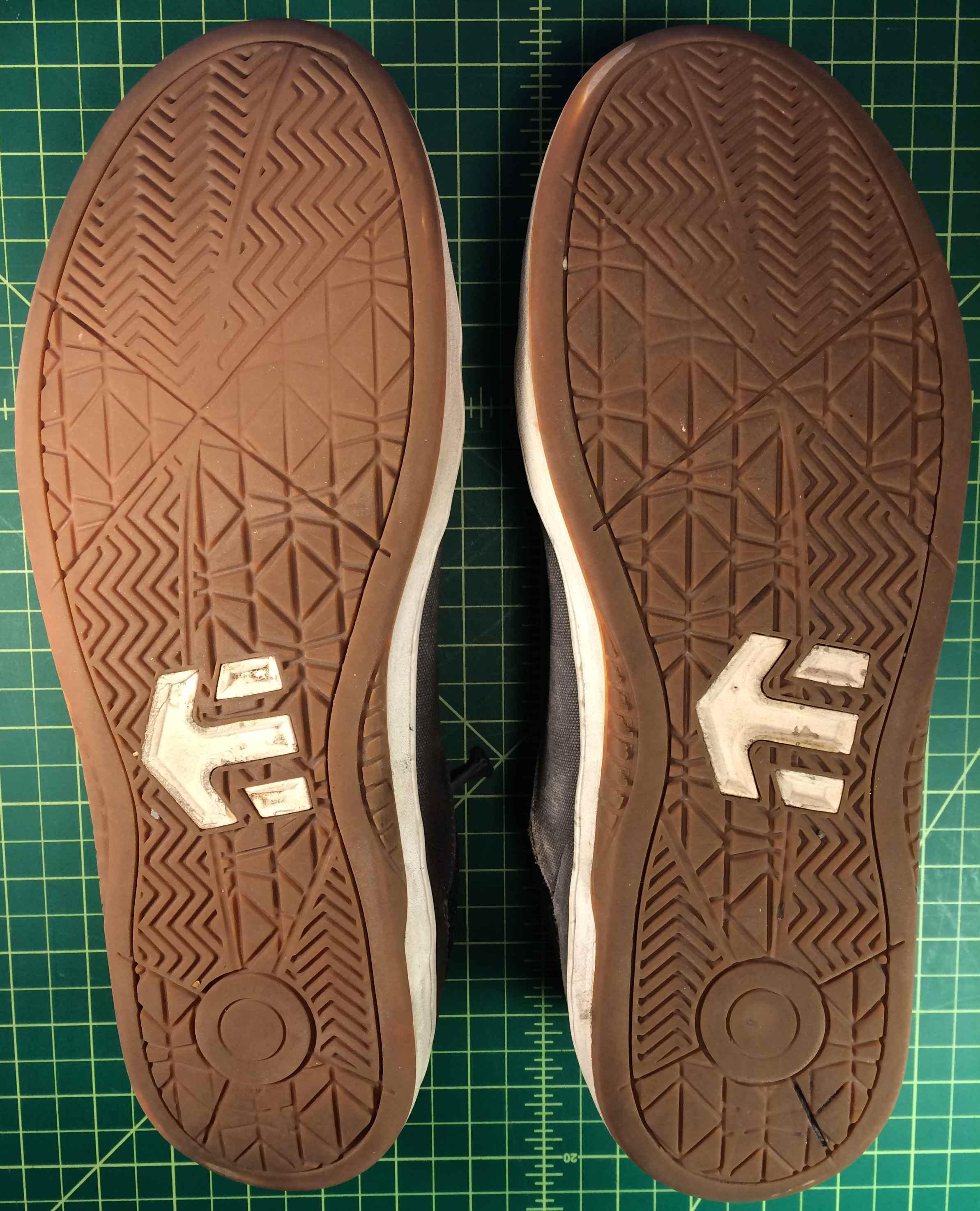 skate wear on the soles of Etnies Marana